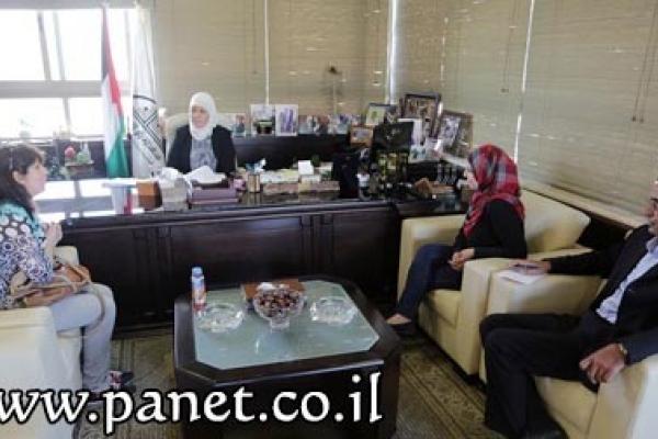 د. غنام تستقبل مديرة اتحاد لجان المرأة برام ...