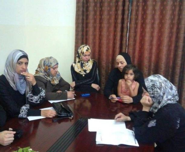 التحديات والفرص التي تواجه تعزيز مشاركة المرأة الفلسطينية في الحياة السياسية والمجتمعية